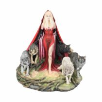 Falka és a Vörös köpenyes nő szobor
