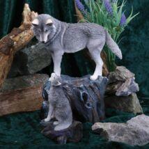 Farkas és kölyke szobor