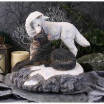 Havas csók farkas szobor